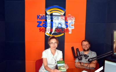 Krzysztof Wojciechowski (ZLPK) z redkator Joanną Mazurek w studiu Katolickiego Radia Zamość