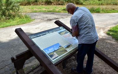 Montaż tablicy informacyjnej w miejscowości Zawoda