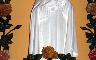 Figura św. Teresy od Dzieciątka Jezus