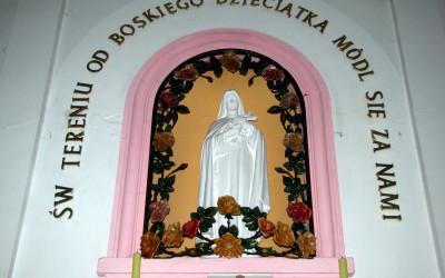 Figura św. Teresy w ołtarzu
