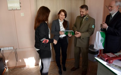 nagradzamy zwycięzców konkursu o parkach krajobrazowych w ZS w Ostrowie Lubelskim