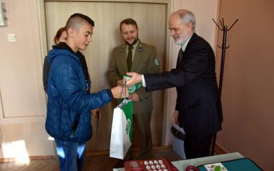 wręczanie nagród zwycięzcom konkursu o parkach krajobrazowych w ZS w Ostrowie Lubelskim