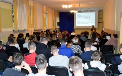 na wykładzie obecnych było ponad 100 uczniów