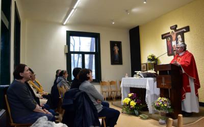 Msza Święta w kaplicy Domu Zakonnego Towarzystwa Jezusowego