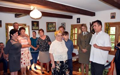 Zwiedzanie domu prof. Janusza Janeckiego w Siedliszczu, opowiada dr Jarosław Janecki