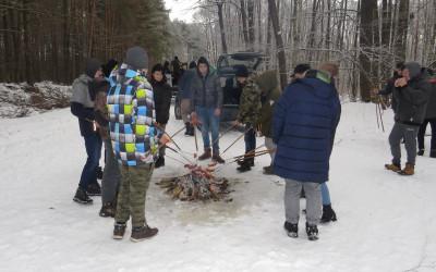 Ognisko to podstawa zimowych warsztatów terenowych