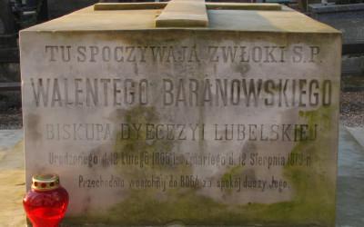 na grobie bpa Walentego Baranowskiego