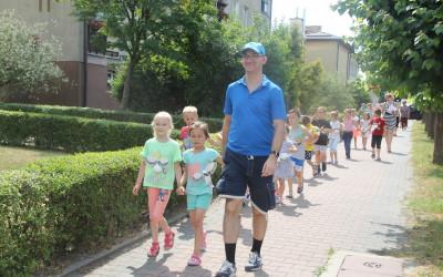 6-latki ze swoimi bocianami