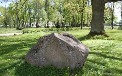 Pomnikowy głaz narzutowy
