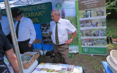 Fot.3. Pan Ryszard Suszyński Kierownik OE-M w Brzeźnie podczas prezentacji ulotek o Chełmskim i Sobiborskim PK