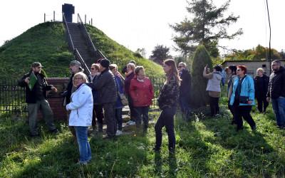 Kryniczki - przy kopcu pamięci pomordowanych w 1942 r.