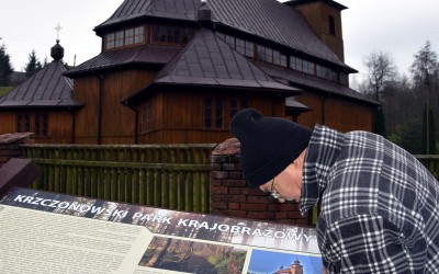 montaż tablicy w Pilaszkowicach
