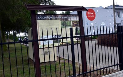 tablica przy Centrum Kultury Gminy Jabłonna