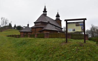 tablica przy kościele w Pilaszkowicach