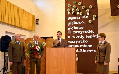 Kwiaty i gratulacje od lesników