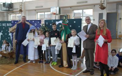Nagrodzeniu w kategorii uczniów kl. IV-V