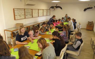 Cała sala edukacyjna pełna dzieci i młodzieży z gminy Dorohusk