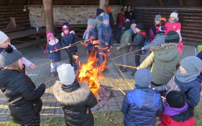 Na zakończenie wszyscy uczestnicy warsztatów mogli ogrzać się przy ognisku