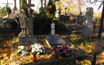 Grób krewnych matki Jana Pawła II na cmentarzu parafialnym w Szczebrzeszynie