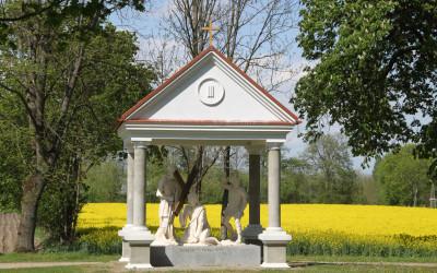Stacja III - Pan Jezus upada pod krzyżem po raz pierwszy