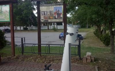 Jedna ze stacji znajduje się w Krasnobrodzie koło Informacji Turystycznej