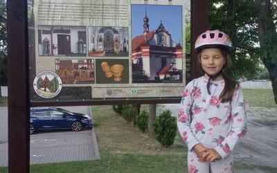 Mała turystka Hania poznaje Krasnobrodzki Park Krajobrazowy